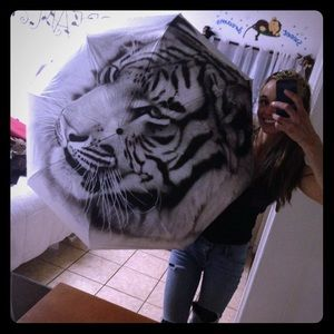 Accessories - Oil painted white tiger umbrella w/matching sleeve